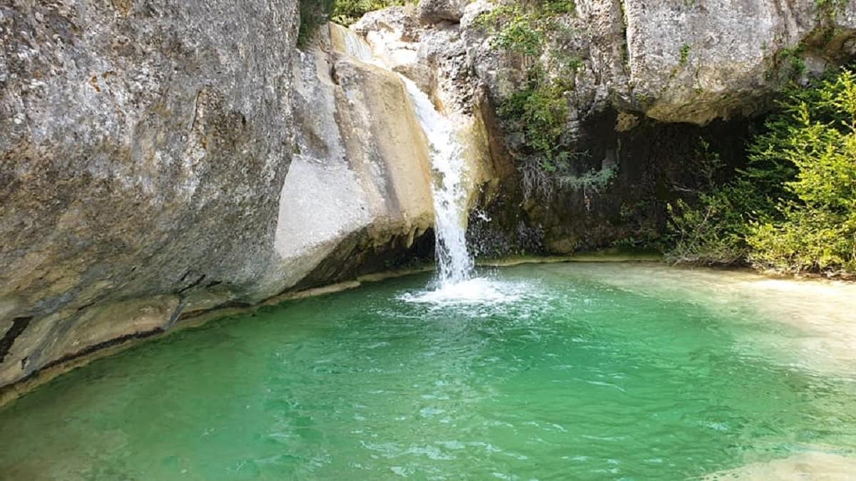 Cascada Y Poza En El Toll De L Ou En El Montsant Tarragona Por Jose Fdez Lendines Fotografía Turismo De Observación