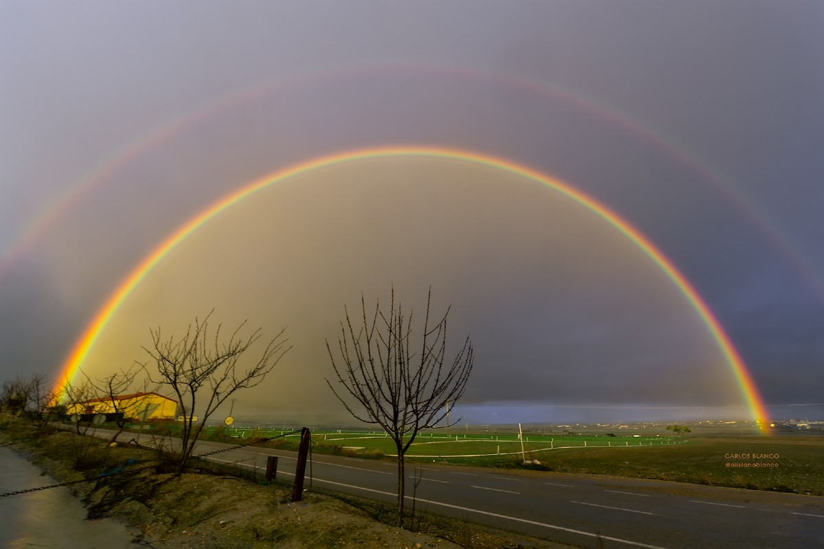 A la luz de la luna. - Página 5 Colores-de-lluvia-en-valladolid-arco-iris-10915-xl