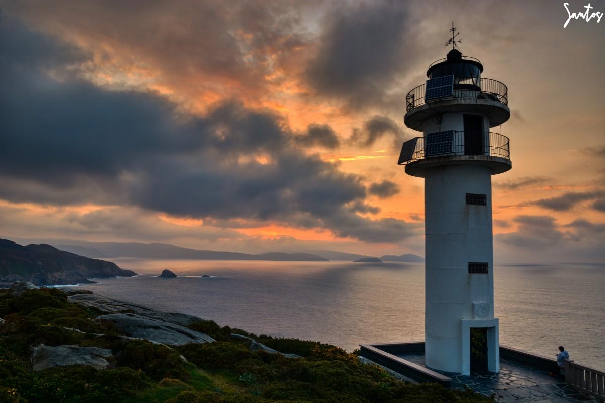 Faro de Punta Roncadoira por Santos | Fotografía | Turismo de Observación