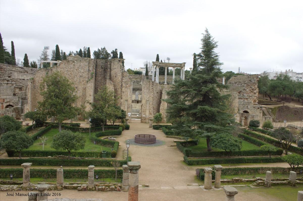 Peristilo del teatro romano de m rida por jos manuel for Oficina de turismo de merida