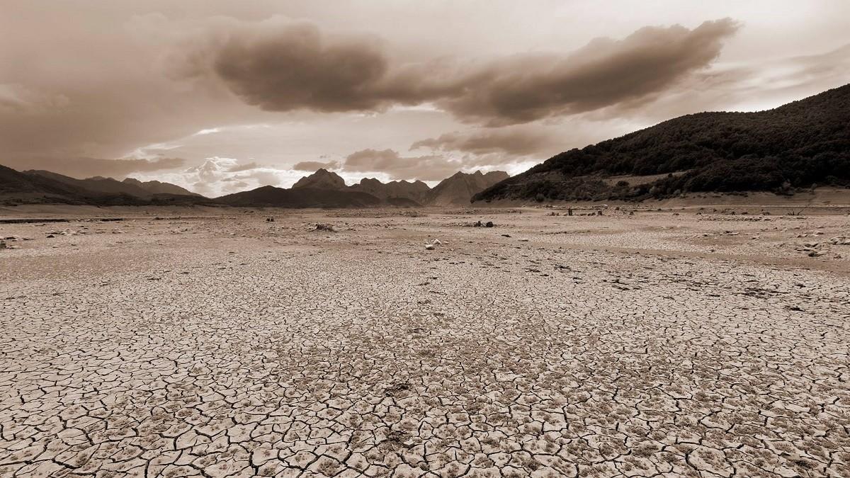 Seguía. Tierra cuarteada por Pablo González Mayorga | Fotografía | Turismo  de Observación